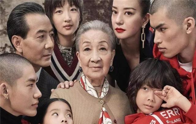 Burberry khiến dân mạng Trung Quốc bất an vì tung poster quảng cáo Tết trông u ám đáng sợ quá - Ảnh 2.