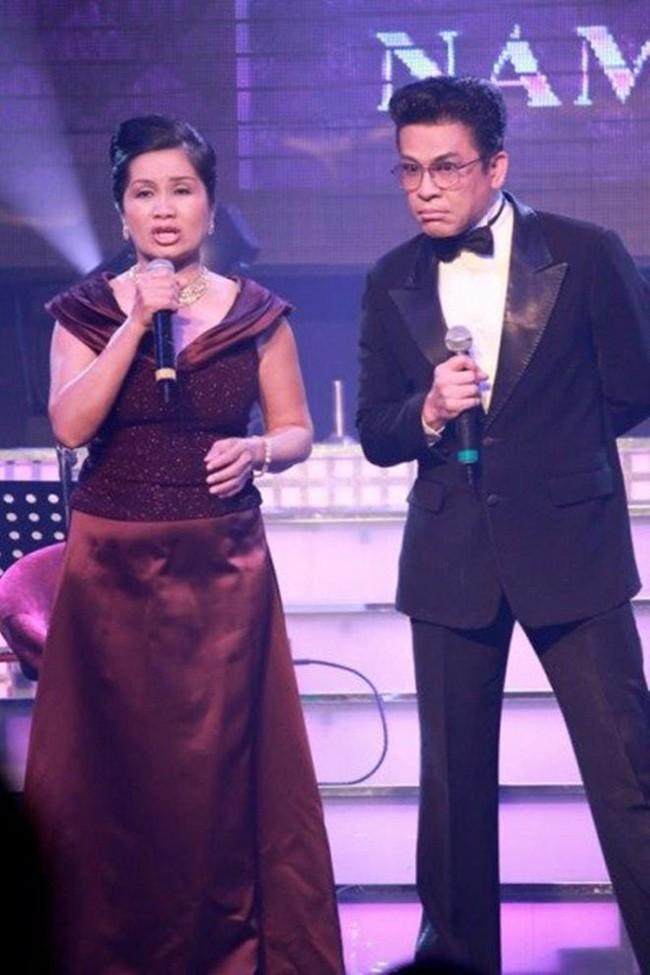 Đời tư của MC Thanh Bạch - nhân vật chính trong ồn ào với NS Xuân Hương: Hai người vợ, 9 lần tổ chức đám cưới vẫn bị nghi ngờ giới tính - Ảnh 2.