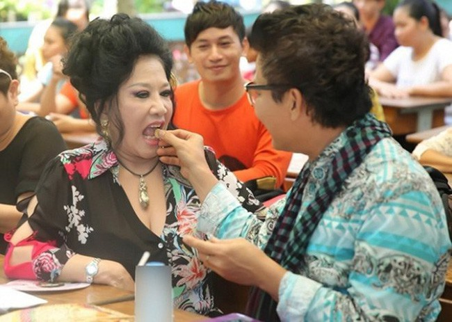 Đời tư của MC Thanh Bạch - nhân vật chính trong ồn ào với NS Xuân Hương: Hai người vợ, 9 lần tổ chức đám cưới vẫn bị nghi ngờ giới tính - Ảnh 3.