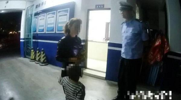Gây gổ với cảnh sát khi bị bắt xe, người đàn ông còn làm điều khó chấp nhận này - Ảnh 4.