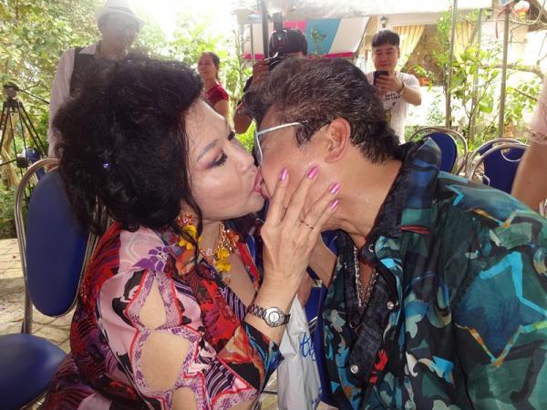 Đời tư của MC Thanh Bạch - nhân vật chính trong ồn ào với NS Xuân Hương: Hai người vợ, 9 lần tổ chức đám cưới vẫn bị nghi ngờ giới tính - Ảnh 4.