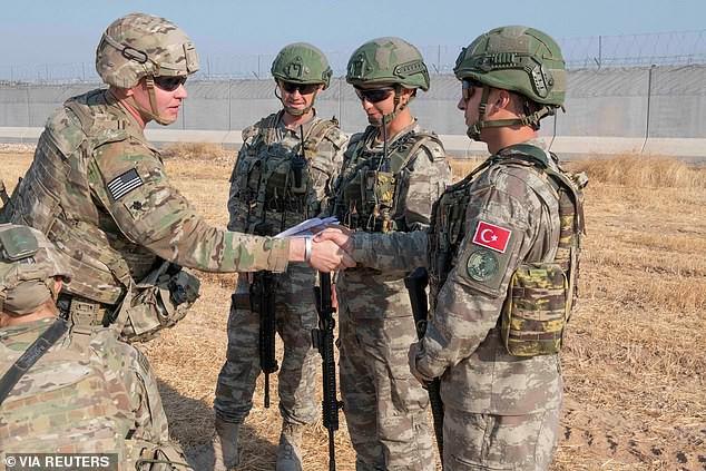 Lính đặc nhiệm Mỹ: Xấu hổ và nhục nhã khi bỏ rơi đồng minh theo lệnh ông Trump! - Ảnh 1.