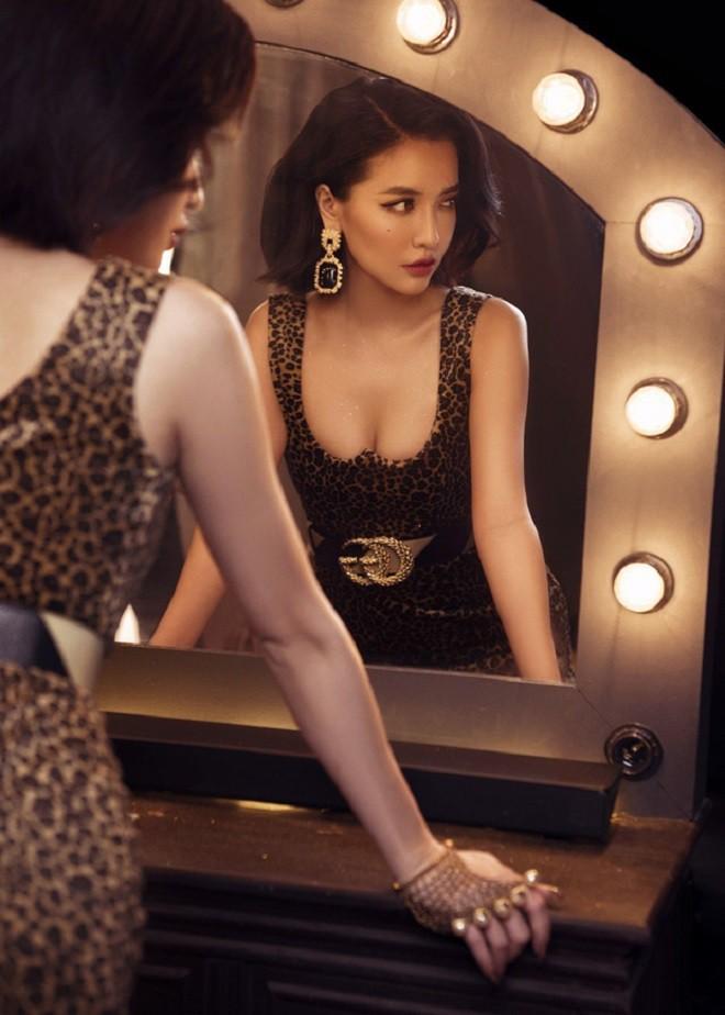 Bích Phương ở tuổi 30: Giàu có, xinh đẹp, chưa từng công khai người yêu nhưng bị nghi có quan hệ đồng giới - ảnh 9