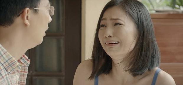 """Hoa Hồng Trên Ngực Trái tập 19: Bà Kim đầu độc con dâu đến vô sinh vì tội """"tiểu tam"""" mồi chài bố chồng? - Ảnh 2."""