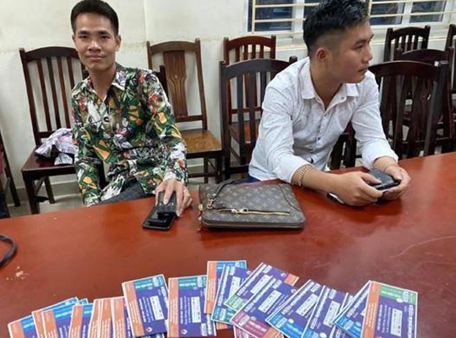 Bắt quả tang 6 cò vé trận Việt Nam - Malaysia - Ảnh 1.