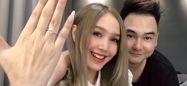 Lộ ảnh cưới của streamer giàu nhất Việt Nam Xemesis và cô dâu kém 13 tuổi sau màn khoe nhẫn đính hôn khiến dân tình dậy sóng - Ảnh 1.