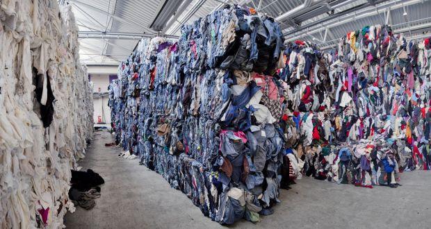 Góc khuất của ngành công nghiệp thời trang nhanh: Đẹp-tiện-rẻ nhưng là cú lừa khủng khiếp cho môi trường - Ảnh 1.