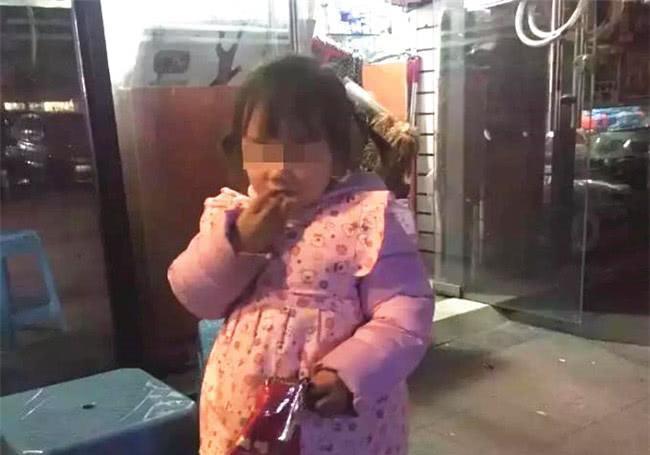 Ngồi cạnh hai bố con trên xe buýt, bà lão nghe đứa trẻ nói lên 3 từ này liền kinh hãi nhận ra sự thật đằng sau - Ảnh 3.