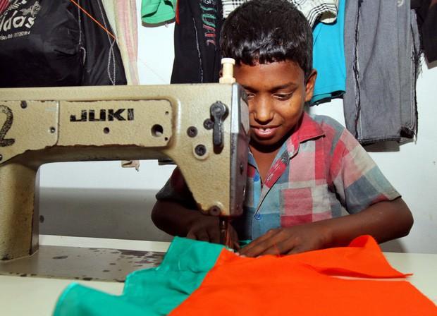 Lao động trẻ em tại một xưởng dệt may ở Bangladesh