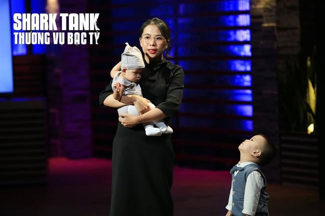 """Shark Liên quên mất mình là """"cá mập"""" mà tan chảy trước bé con theo mẹ đi gọi vốn, hé lộ đang thèm lên cả chức bà nội lắm rồi đây - Ảnh 4."""