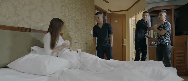 Hoa hồng trên ngực trái: Ôm mộng làm vợ giám đốc, Trà định phản chủ đứng về phe Thái, nào ngờ bị dằn mặt cực gắt - ảnh 5