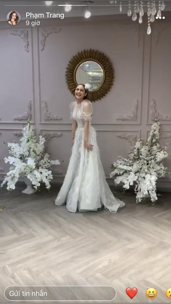 Lộ ảnh cưới của streamer giàu nhất Việt Nam Xemesis và cô dâu kém 13 tuổi sau màn khoe nhẫn đính hôn khiến dân tình dậy sóng - Ảnh 6.