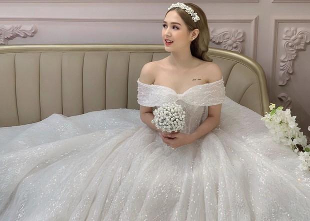 Lộ ảnh cưới của streamer giàu nhất Việt Nam Xemesis và cô dâu kém 13 tuổi sau màn khoe nhẫn đính hôn khiến dân tình dậy sóng - Ảnh 8.