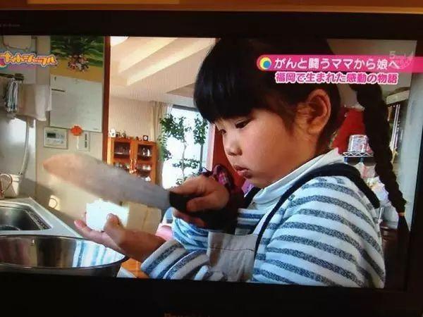 Bé gái từng gây xúc động khi 5 tuổi biết nấu ăn, làm việc nhà trước khi mẹ qua đời vì ung thư bây giờ ra sao? - Ảnh 8.
