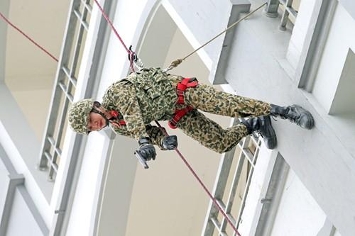 Nữ chiến đấu viên đặc công ở đơn vị biệt động - Ảnh 1.