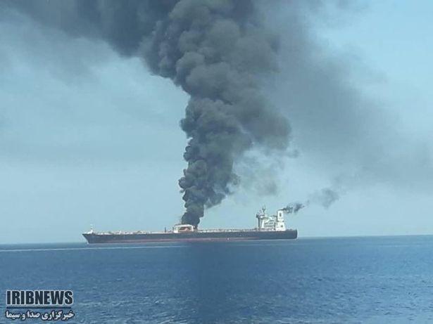 NÓNG: Tàu chở dầu Iran bị tấn công gần cảng Saudi, Trung Đông trên bờ vực chiến tranh? - Ảnh 2.