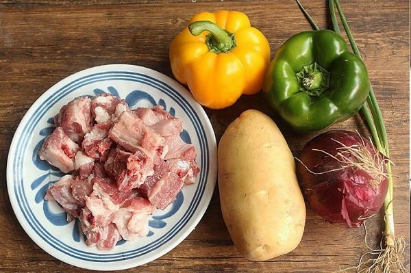 Đâu chỉ có xào chua ngọt, sườn nấu theo cách này cũng khiến cả nhà vét sạch nồi cơm - Ảnh 1.