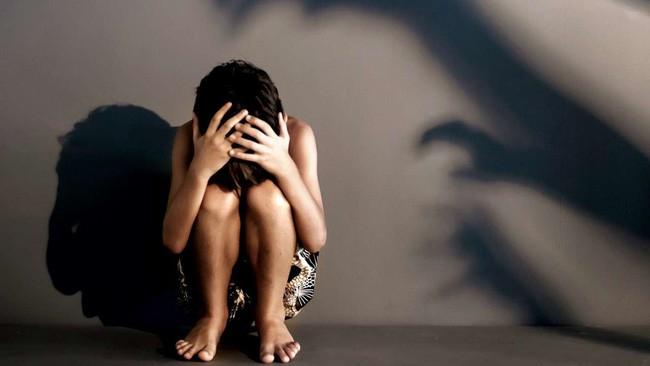 Cãi nhau với bố, con gái 12 tuổi dọn sang ở cùng mẹ rồi không ngờ bị rơi vào kế hoạch tàn nhẫn của ác mẫu với người tình - Ảnh 1.