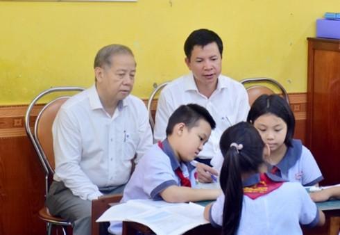 Chủ tịch tỉnh bất ngờ rủ giám đốc sở đến dự giờ một tiết học lớp 9 - Ảnh 3.