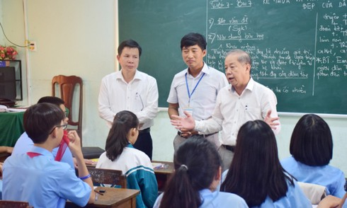 Chủ tịch tỉnh bất ngờ rủ giám đốc sở đến dự giờ một tiết học lớp 9 - Ảnh 4.