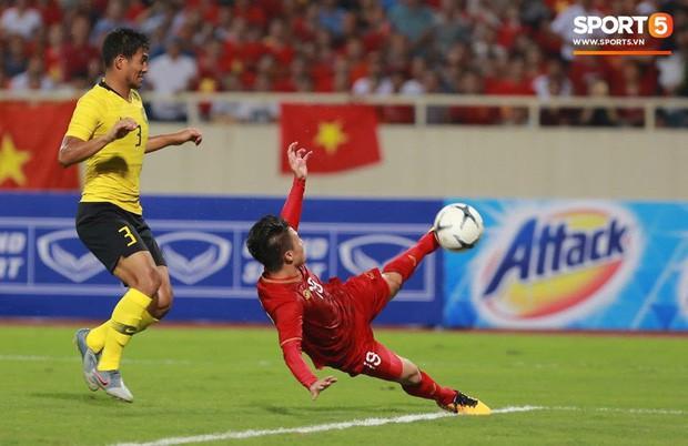 Sau chiến thắng trước Malaysia, Quang Hải ngay lập tức khoe 'người phụ nữ của đời mình' khiến fangirl đổ rạp! - ảnh 1