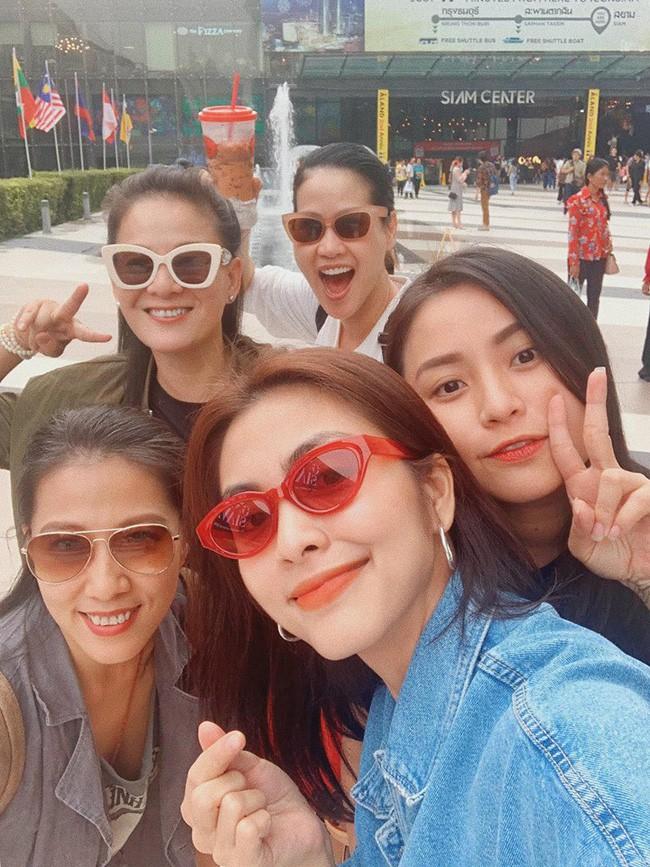 Tăng Thanh Hà đi du lịch với hội bạn thân nhưng nhan sắc lại trở thành chủ đề gây xôn xao - Ảnh 2.