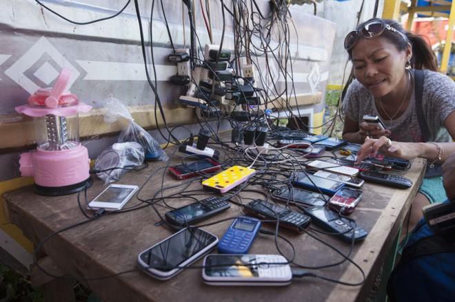 Quyền riêng tư trên điện thoại là món hàng xa xỉ, không dành cho người nghèo - Ảnh 1.