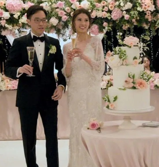 Cô dâu chi gần 30 triệu để mua hoa bài trí thử trước ngày cưới, thay đổi 4 bộ váy cưới gần 1 tỷ - Ảnh 8.
