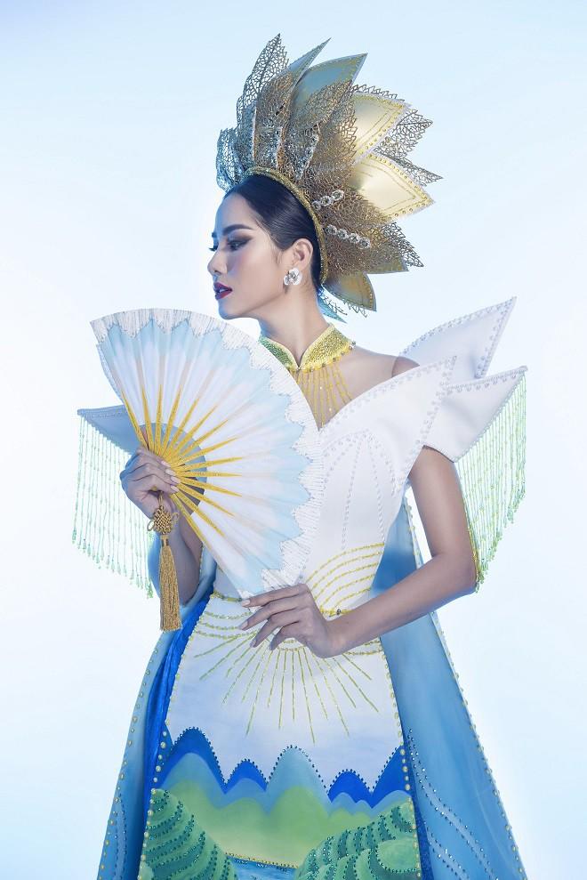 Hoàng Hạnh mặc quốc phục đính 5.000 viên pha lê tranh tài tại Miss Earth 2019 - Ảnh 2.
