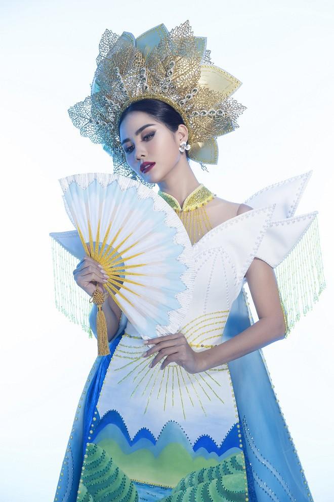 Hoàng Hạnh mặc quốc phục đính 5.000 viên pha lê tranh tài tại Miss Earth 2019 - Ảnh 5.