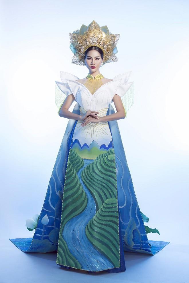 Hoàng Hạnh mặc quốc phục đính 5.000 viên pha lê tranh tài tại Miss Earth 2019 - Ảnh 1.
