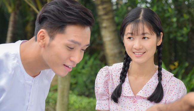 Tiếng sét trong mưa: Sốc với cảnh 18+ của Xuân với con gái Thị Bình, Phượng không có mảnh vải che thân - Ảnh 1.