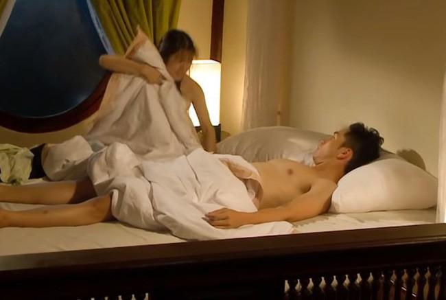 Tiếng sét trong mưa: Sốc với cảnh 18+ của Xuân với con gái Thị Bình, Phượng không có mảnh vải che thân - Ảnh 2.
