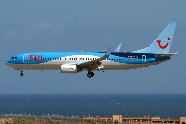 Cô gái tuổi băm 5 năm yêu Boeing 737: Chạm vào cánh máy bay là tôi vã mồ hôi và cảm thấy rạo rực - Ảnh 4.