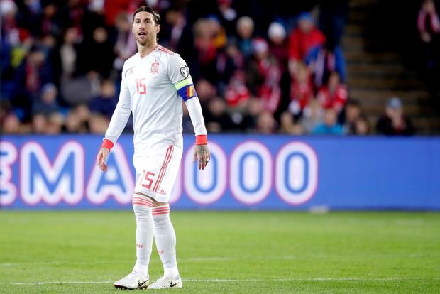 Bàn thua nghiệt ngã khiến chàng thủ quân điển trai Sergio Ramos kém vui trong ngày đi vào lịch sử bóng đá Tây Ban Nha - Ảnh 1.