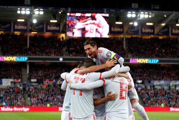 Bàn thua nghiệt ngã khiến chàng thủ quân điển trai Sergio Ramos kém vui trong ngày đi vào lịch sử bóng đá Tây Ban Nha - Ảnh 2.