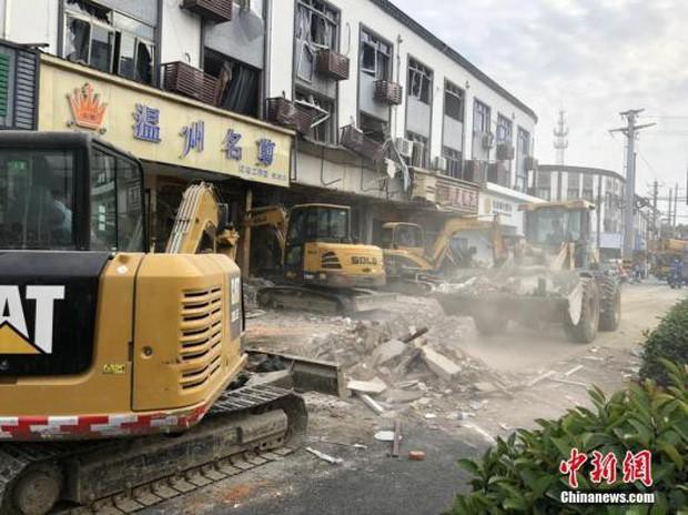 Nổ gas kinh hoàng tại quán ăn vặt khiến 9 người tử vong và 10 người bị thương, nguyên nhân vẫn chưa được tiết lộ - Ảnh 1.