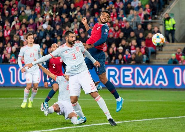 Bàn thua nghiệt ngã khiến chàng thủ quân điển trai Sergio Ramos kém vui trong ngày đi vào lịch sử bóng đá Tây Ban Nha - Ảnh 4.