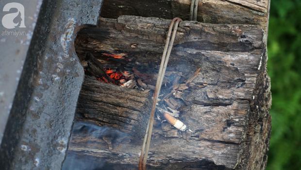 Hà Nội: Vứt tàn thuốc gây cháy dầm gỗ cầu Long Biên, nhóm nam thanh nữ tú vẫn vô tư chụp ảnh sống ảo trên đường ray - Ảnh 5.