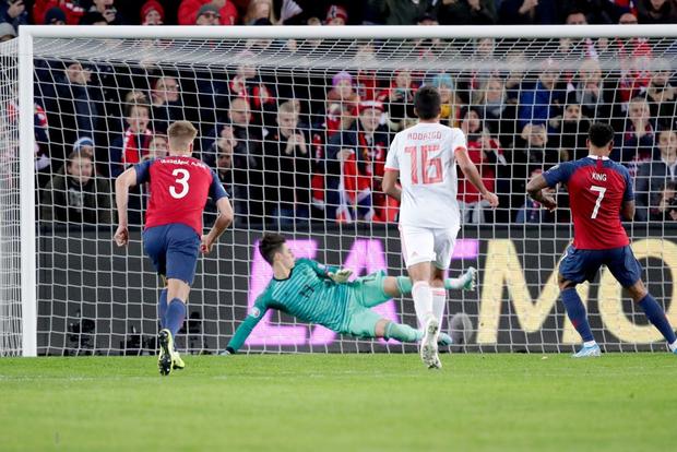 Bàn thua nghiệt ngã khiến chàng thủ quân điển trai Sergio Ramos kém vui trong ngày đi vào lịch sử bóng đá Tây Ban Nha - Ảnh 6.