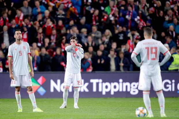Bàn thua nghiệt ngã khiến chàng thủ quân điển trai Sergio Ramos kém vui trong ngày đi vào lịch sử bóng đá Tây Ban Nha - Ảnh 8.