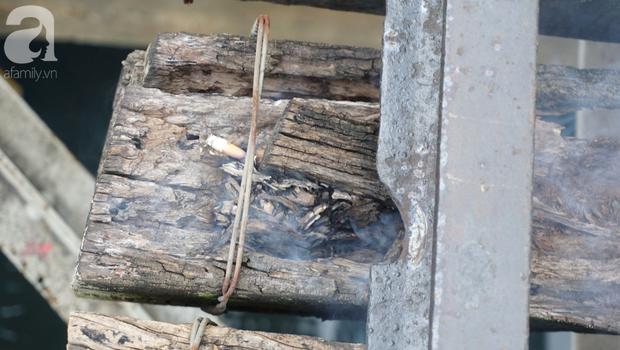 Hà Nội: Vứt tàn thuốc gây cháy dầm gỗ cầu Long Biên, nhóm nam thanh nữ tú vẫn vô tư chụp ảnh sống ảo trên đường ray - Ảnh 8.