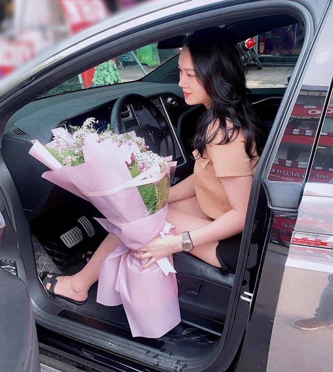 Siêu mẫu Việt làm đám cưới 7 tỷ giờ ra sao sau khi sinh 2 con trai cho chồng đại gia? - Ảnh 5.