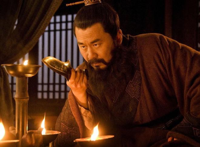 Không chỉ treo cổ, Tào Tháo còn có hành động man rợ này với thi thể của Lữ Bố - Ảnh 4.