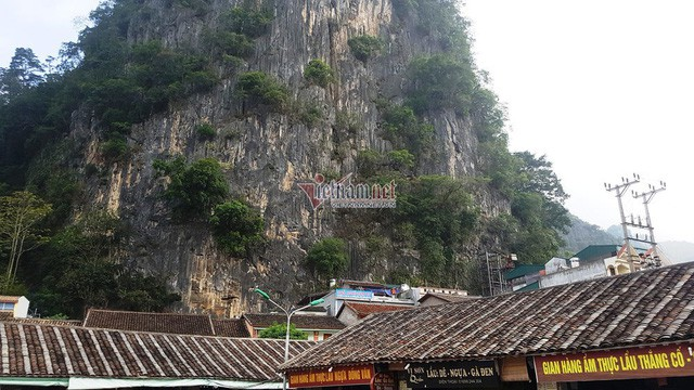 Hà Giang: Thang máy 102 tầng giữa phố cổ Đồng Văn - Ảnh 1.