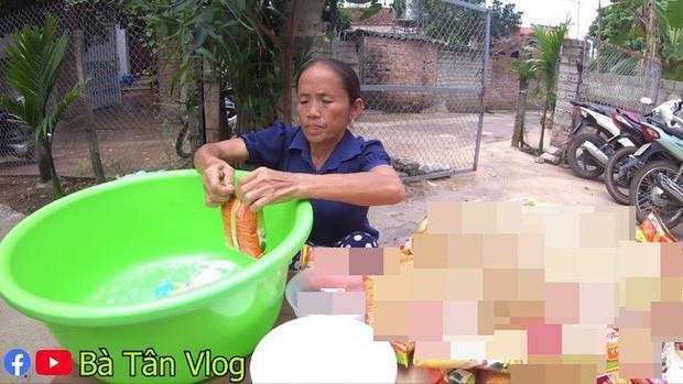 Bà Tân Vlog lại bị tố gian dối, đến mức khán giả gửi cả tâm thư chỉ trích nấu món cháo cho trẻ em theo cách chẳng giống ai - Ảnh 2.