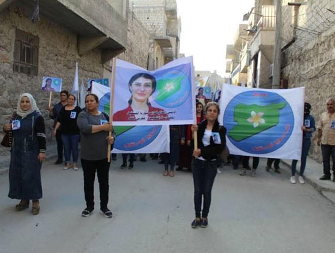 Quân đội Syria hợp lực với người Kurd, Thổ Nhĩ Kỳ tấn công xe chở người nước ngoài - Ảnh 13.
