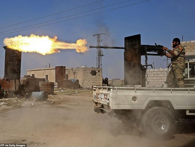 Quân đội Syria hợp lực với người Kurd, Thổ Nhĩ Kỳ tấn công xe chở người nước ngoài - Ảnh 14.