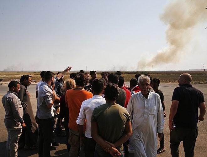 Quân đội Syria hợp lực với người Kurd, Thổ Nhĩ Kỳ tấn công xe chở người nước ngoài - Ảnh 15.