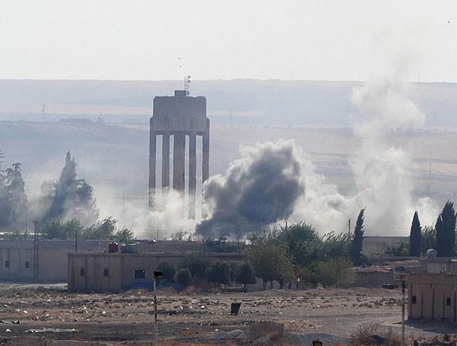 Quân đội Syria hợp lực với người Kurd, Thổ Nhĩ Kỳ tấn công xe chở người nước ngoài - Ảnh 22.